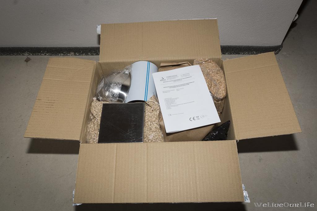 Nächster Karton, noch mehr Zubehör, Holzchips und der Rauchgenerator.