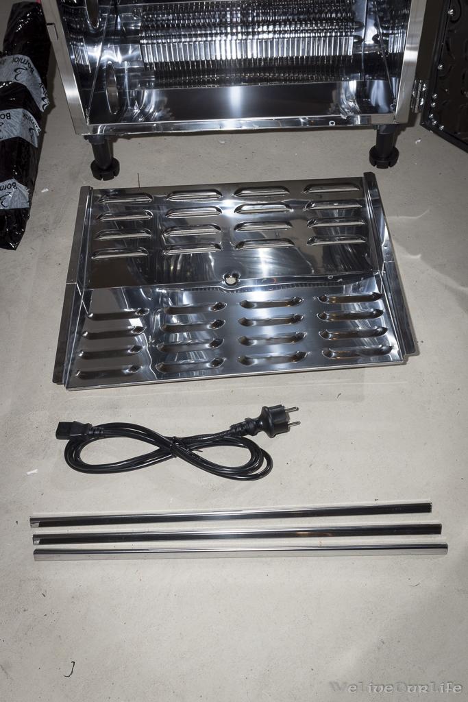 Tropfblech, Kaltgerätekabel und 3 Stangen aus abgekantetem Edelstahlblech.