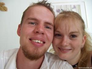 knapp ein Jahr zusammen auf der Hochzeit von Julia's Bruder Stefan